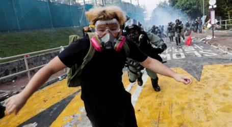 Η Αστυνομία έχει εγκλωβίσει εκατοντάδες διαδηλωτές εντός του Πολυτεχνείου