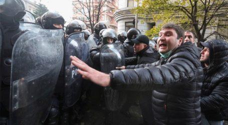 Αντικυβερνητική διαδήλωση στη Γεωργία – Δακρυγόνα και νερό υπό πίεση από την αστυνομία