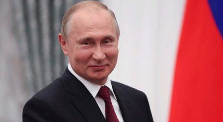 Ο Πούτιν πλέκει το εγκώμιο του «συμπαθούς» Ζελένσκι ενόψει της συνόδου για την Ουκρανία