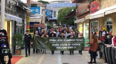 Πορεία ελληνοκυπριακών και τουρκοκυπριακών οργανώσεων εν όψει της τριμερούς στο Βερολίνο