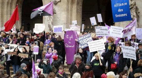 Χιλιάδες άνθρωποι διαδήλωσαν για να πουν «όχι» στη βία σε βάρος των γυναικών