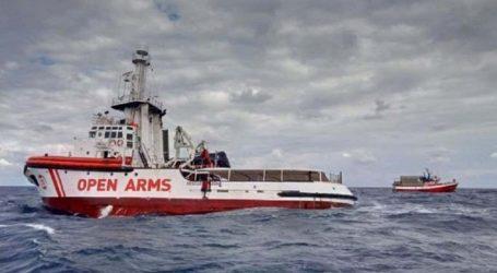 Το πλοίο Open Arms με62 Αφρικανούς μετανάστες, αναζητά ασφαλές λιμάνι εν μέσω θαλασσοταραχής