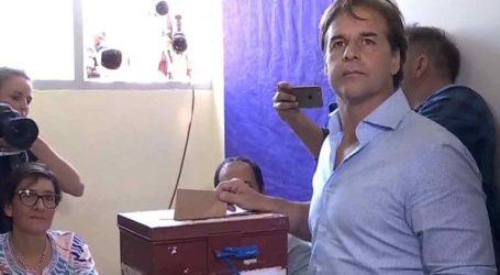 Ο κεντροδεξιός υποψήφιος Λουίς Λακάγιε Που οδεύει σε νίκη στον δεύτερο γύρο των προεδρικών εκλογών