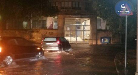 Ισχυρές βροχοπτώσεις πλήττουν τη Ρόδο