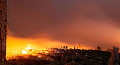 Πυρκαγιά απειλεί σπίτια στη Σάντα Μπάρμπαρα των ΗΠΑ