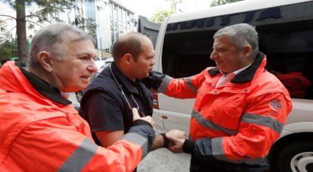 Από την Περιφέρεια Αττικής αναχώρησε κλιμάκιο ιατρών με φάρμακα και υγειονομικό υλικό για την Αλβανία