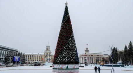 Σκανδαλίζει το «υπερβολικά ακριβό» χριστουγεννιάτικο δέντρο στην πόλη Κεμέροβο