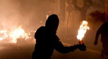 Επίθεση με μολότοφ στα ΜΑΤ στην Χαριλάου Τρικούπη