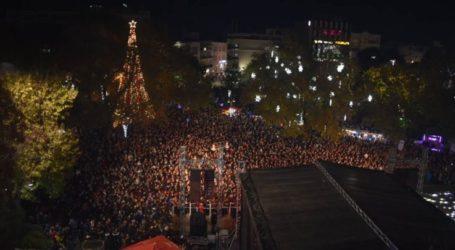 """""""Βούλιαξε"""" η Κεντρική πλατεία της Λάρισας για τους Stavento – Δείτε πανοραμικές φωτογραφίες από ψηλά"""