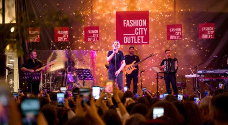 Λαμπερή βραδιά με τον Μιχάλη Χατζηγιάννη για την φωταγώγηση του Fashion City Outlet