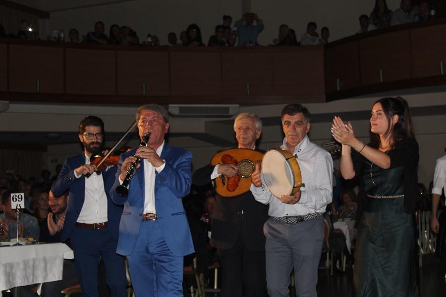 Παραδοσιακό γλέντι μέχρι... τελικής πτώσης με τις καλύτερες ορχήστρες της Ελλάδας διοργάνωσε το ΚΕΛΕ στη Λάρισα (φωτο - βίντεο)