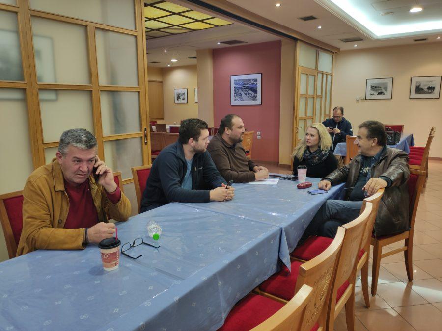 Αντιδρά στην έλευση προσφύγων η Ομοσπονδία Τουριστικών Καταλυμάτων Λάρισας - Έκτακτη σύσκεψη στο Επιμελητήριο (φωτο)