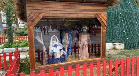 Με προστατευτική… τζαμαρία η φάτνη φέτος στη Λάρισα! (φωτό)
