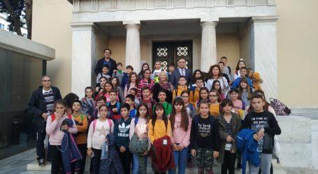 Ο Κέλλας ξενάγησε στη Βουλή Λαρισαίους μαθητές του δημοτικού – «Το σχολείο χώρος προάσπισης της δημοκρατίας»