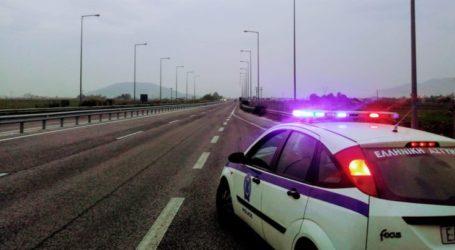 Επεισοδιακή καταδίωξη έξω από τη Λάρισα – Έκλεψαν αυτοκίνητο αλλά τελικά δεν γλίτωσαν τη σύλληψη