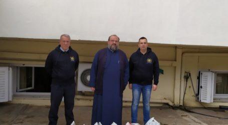 Προσφορά τροφίμων στα συσσίτια της Ιεράς Μητρόπολης Λάρισας