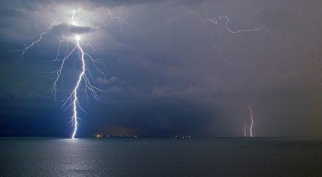 ΤΩΡΑ: Ισχυρή καταιγίδα στον Βόλο