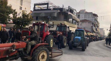 Ξεσήκωσαν τον Τύρναβο με τα τρακτέρ τους – Ο λόγος που διαμαρτύρονται οι αγανακτισμένοι αγρότες (φωτο)