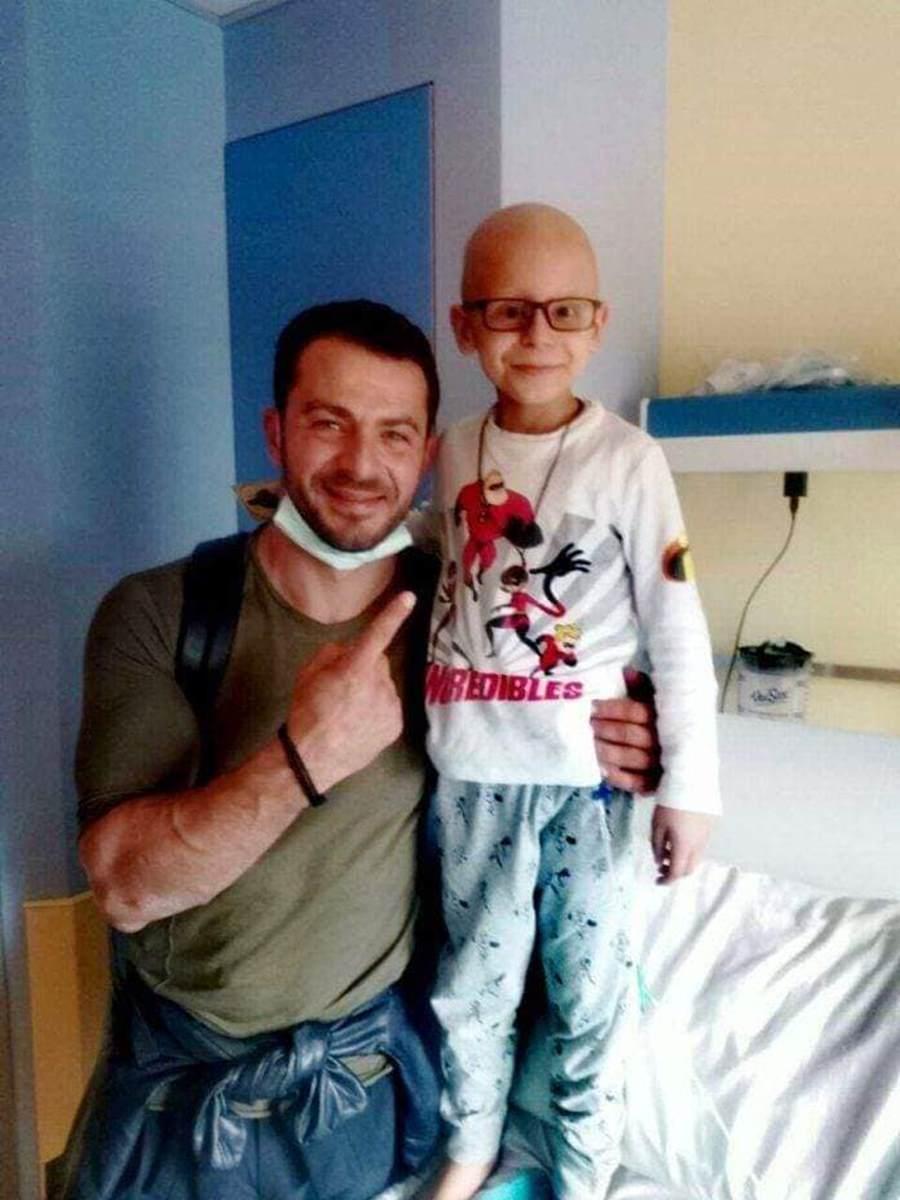 Ο μικρός Λαρισαίος ήρωας, Χρήστος, χρειάζεται την βοήθειά μας – Μάχεται με πολύ σοβαρή ασθένεια (φωτο)