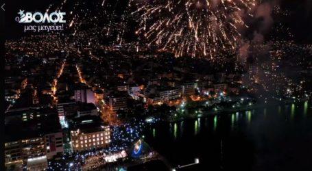 LIVE: Η τελετή φωταγώγησης του Βόλου με Βανδή και Μάστορα ζωντανά από το TheNewspaper.gr