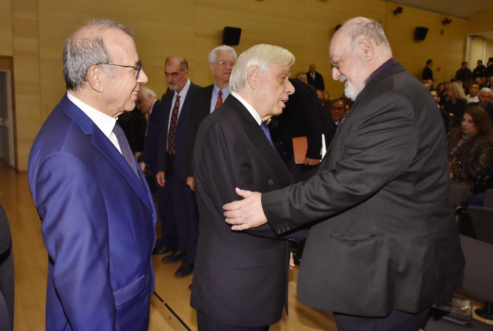 Ο Δντής Εκδοσης του ΕΠΙΛΟΓΟΥ 2019 Τάκης Βλαστός με την ΑΕ ΠτΔ κ. Προκόπιο Παυλόπουλο και τον κ. Κώστα Γεωργουσόπουλο