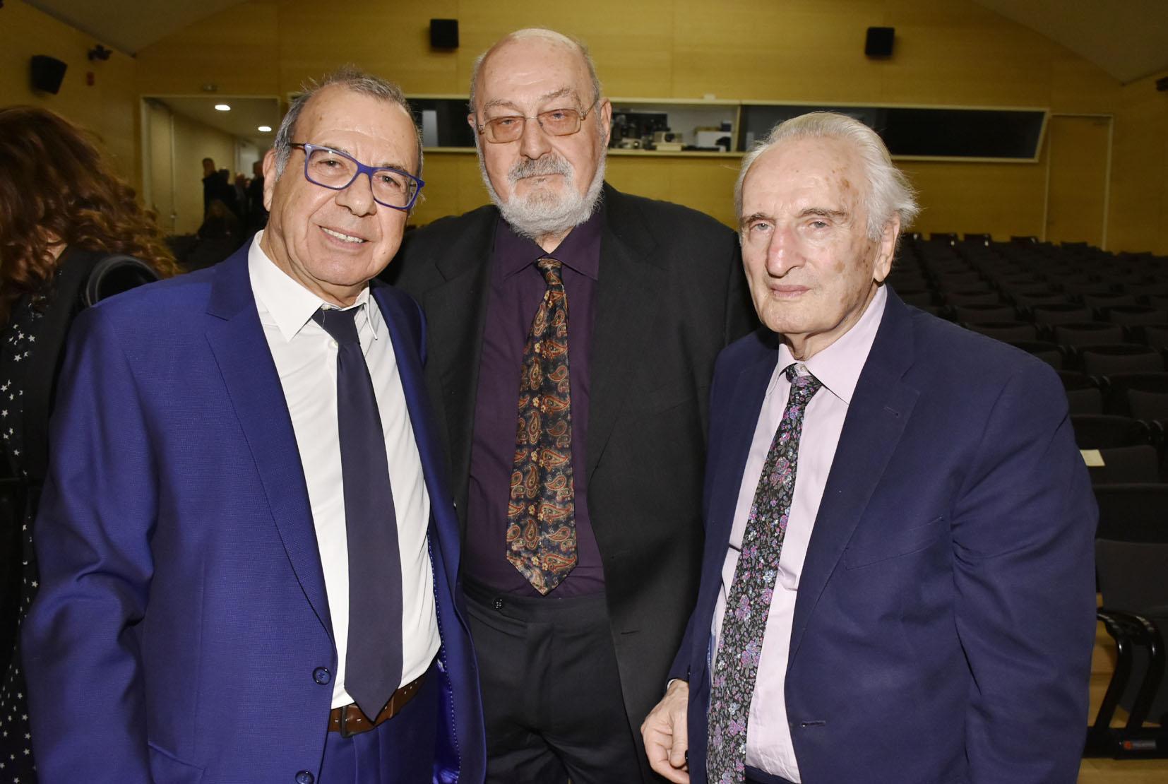 Ο Δντής Εκδοσης του ΕΠΙΛΟΓΟΥ 2019 Τ. Βλαστός με τον Σύμβουλο Έκδοσης κ. Κ. Γεωργουσόπουλο και τον τιμώμενο κ. Νικήτα Τσ