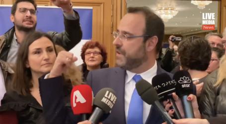 Η στιγμή που συνδικαλιστές τραμπουκίζουν τον βουλευτή Μαγνησίας Κ. Μαραβέγια [βίντεο]