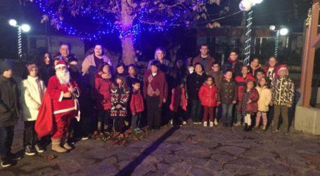 Πλήθος κόσμου στο άναμμα του Χριστουγεννιάτικου δέντρου στο Αχίλλειο Φαρσάλων