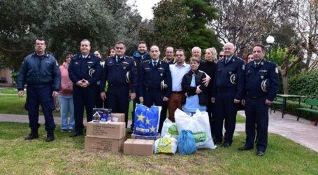 Εθελοντική συγκέντρωση τροφίμων, ειδών ρουχισμού και παιχνιδιών από τους αστυνομικούς του Βόλου