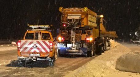 ΤΩΡΑ: Παγοδρόμιο το οδικό κύκλωμα του Πηλίου – Που χιονίζει και που επιχειρούν μηχανήματα [εικόνες]