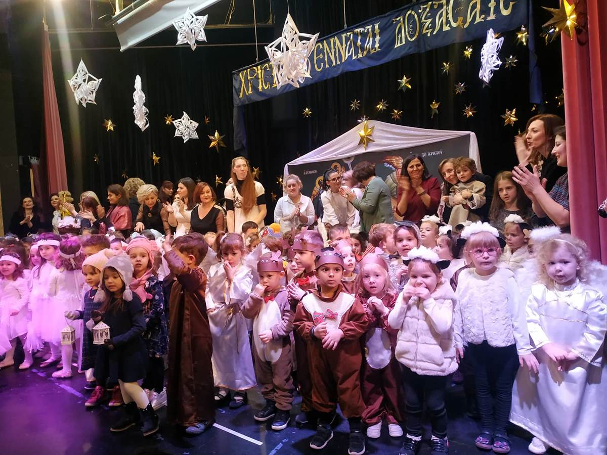 Πλημμύρισε παιδικά χαμόγελα η Πινακοθήκη στην Χριστουγεννιάτικη γιορτή των Παιδικών Σταθμών Δήμου Λαρισαίων (φωτο - βίντεο)