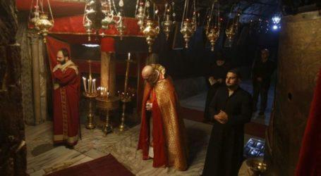 Χιλιάδες πιστοί γιορτάζουν τα Χριστούγεννα στη Βηθλεέμ