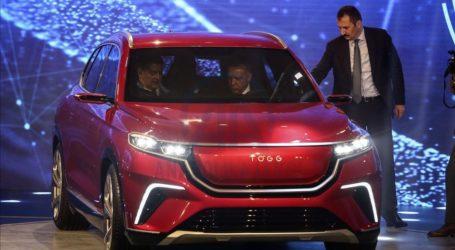 Φιέστα Ερντογάν στην παρουσίαση του πρώτου τούρκικου αυτοκίνητου
