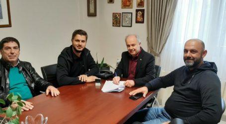 Υπογράφηκε η σύμβαση του έργου αγροτικής οδοποιίας στην Δ.Ε. Κάτω Ολύμπου από το Δήμαρχο Τεμπών