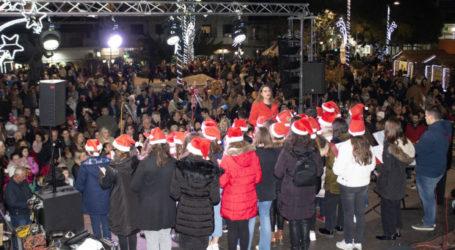 Πλήθος κόσμου στο άναμμα του Χριστουγεννιάτικου Δέντρου στα Φάρσαλα με απολαυστική Λίλα Τριάντη που ξεχώρισε στο X Factor (φωτο)