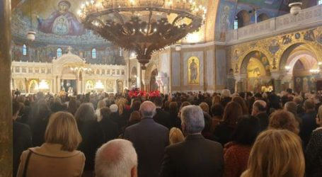 Βόλος: Γέμισαν με πιστούς οι εκκλησίες λόγω των Χριστουγέννων [εικόνες]