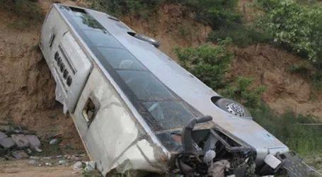 Τουλάχιστον 24 νεκροί από πτώση λεωφορείου σε χαράδρα