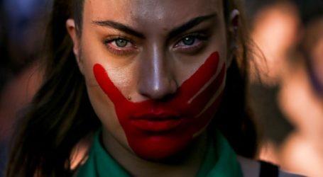 Χιλιάδες γυναίκες διαδήλωσαν εναντίον των βιασμών στη Χιλή