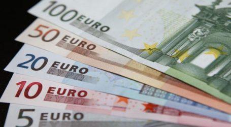 Υποχώρησε ελαφρά το ευρώ