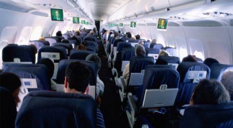 Σάλος σε πτήση με επιβάτη που φορούσε μπλούζα που έγραφε «Χαίρε Σατανά»