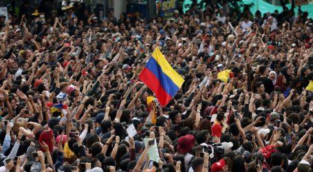Χιλιάδες διαδηλωτές στη Μπογκοτά εναντίον του προέδρου Ντούκε