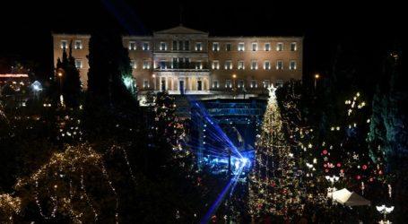 Με ένα εντυπωσιακό 3D βίντεο στη Βουλή των Ελλήνων άναψε το χριστουγεννιάτικο δέντρο