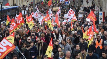 Δεν σταματούν ούτε τα Χριστούγεννα οι απεργίες στη Γαλλία