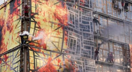 Ακτιβιστές έβαλαν «φωτιά» στο κτήριο του Ευρωπαϊκού Συμβουλίου
