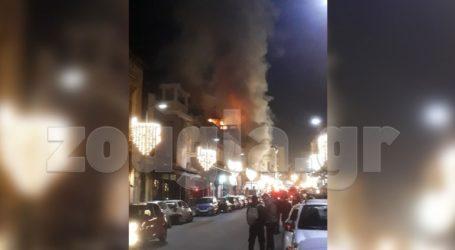 Υπό έλεγχο η πυρκαγιά που ξέσπασε σε κτήριο της οδού Ερμού στην Αθήνα
