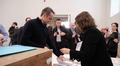Ο πρωθυπουργός ψήφισε στις εκλογές του Οικονομικού Επιμελητηρίου Ελλάδας