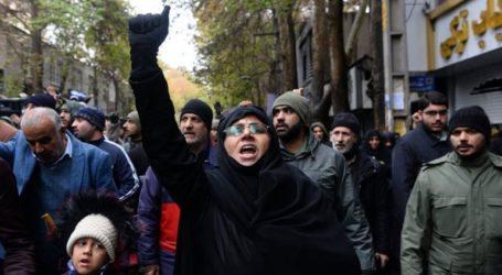 Σφοδρές συγκρούσεις μεταξύ διαδηλωτών και αστυνομίας