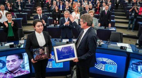 Η κόρη του φυλακισμένου Ουιγούρου Ιλάμ Τότι παρέλαβε το βραβείο Ζαχάρωφ