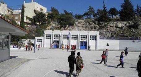 Ο δήμαρχος της Ανατολικής Σάμου κλείνει τα σχολεία