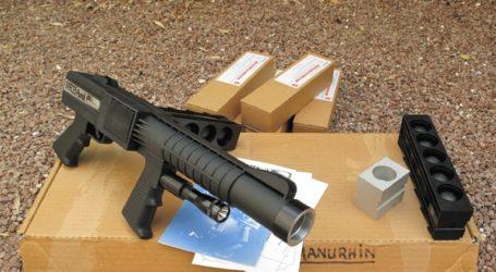 Αυτό είναι το όπλο των ΕΚΑΜ που εκτοξεύει μπάλες από καουτσούκ